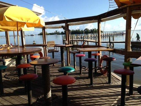 Capt Hiram's Resort: Restaurant Area Outside