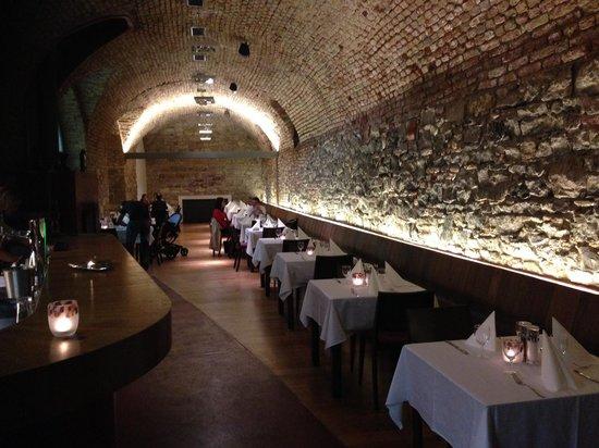 Magnum Club & Restaurant: RESTAURANT