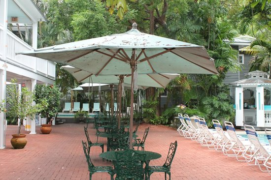 Ambrosia Key West Tropical Lodging : Courtyard