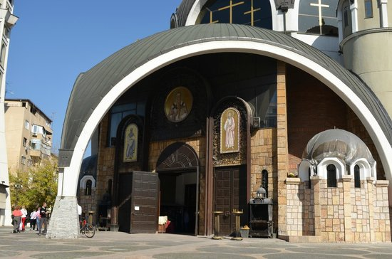 Church of St. Clement of Ohrid : Main enterance