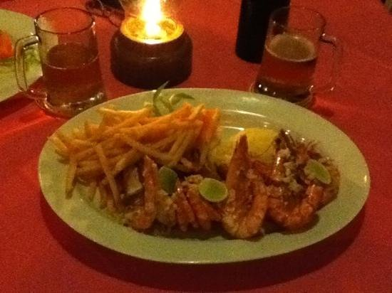 AIDA Ala carte Restauarant: Jumbo Prawns with garlic butter and buttered rice & French fries finger licking