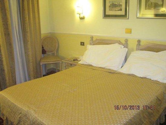 Hotel Doria: Room 404