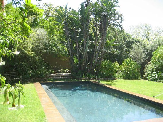 Rose Cottage: Pool & Garden