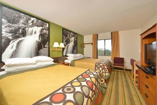 Super 8 Bedford: guest room