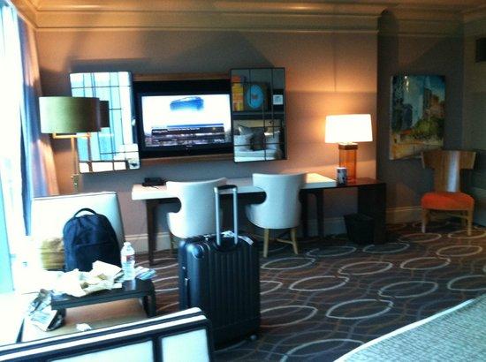 Omni Dallas Hotel: work/living area