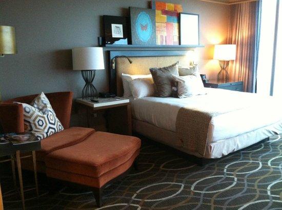 Omni Dallas Hotel: Beautiful room