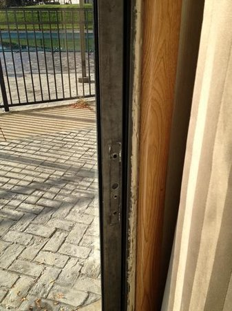 Holiday Inn Enfield-Springfield : non working patio door....nice hole