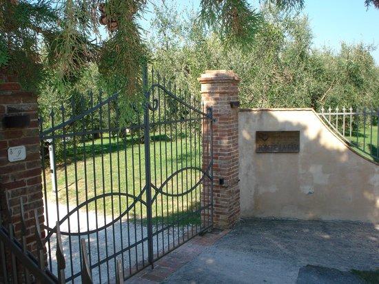 Podere La Casa: Entrance gate