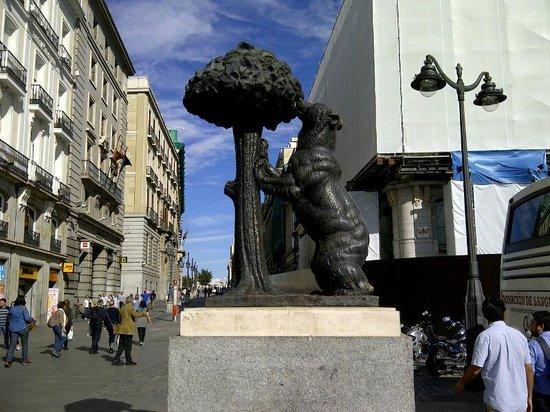 El oso y el madro o picture of puerta del sol madrid for Puerta del sol santiago