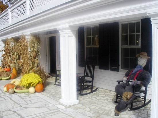 Barrows House : Lovely harvest style decorations on the front porch