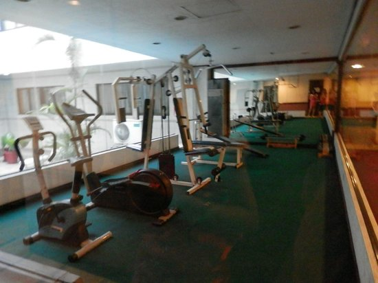 Great Eastern Hotel : Mini gym beside hotel pool
