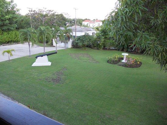 Bayfield House: Front garden/entrance