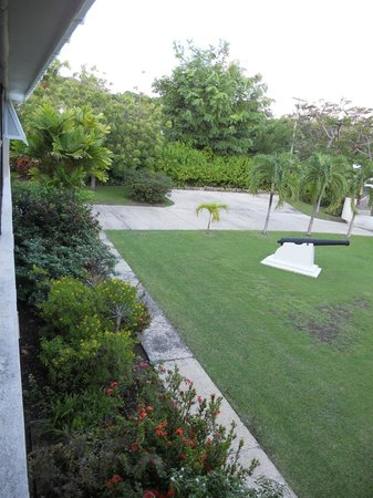 Bayfield House : Front garden