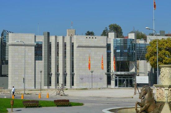 Holocaust Memorial Centre : Memorial Center from the Stone Bridge