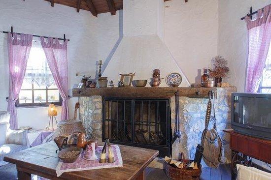 Bakkhos Guesthouse: lobby