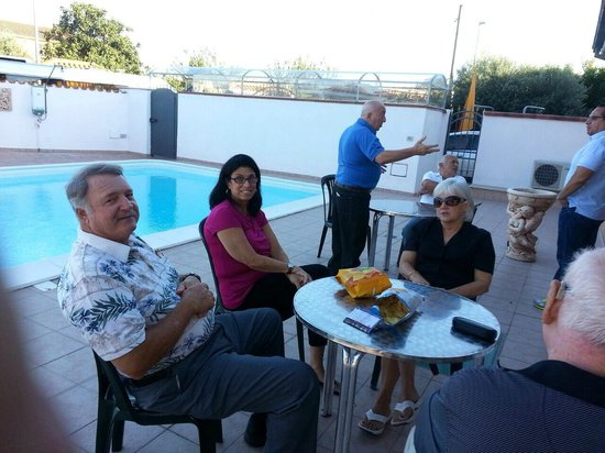 DriverinRome Transportation & Tours: Out by the pool at the B & B