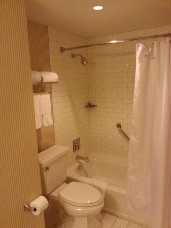 Sheraton Grand Phoenix : Bath & Shower