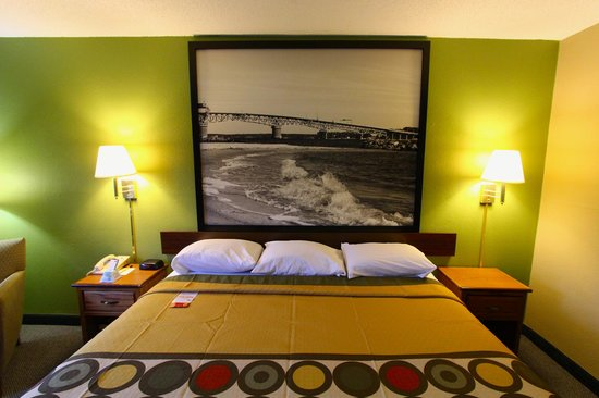 Super 8 Chesapeake : Queen Bedroom