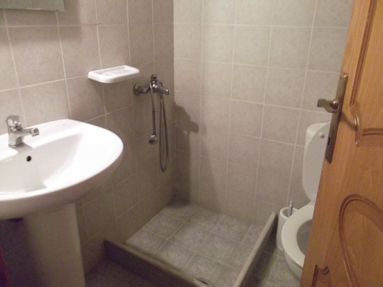 Sunset Hotel & Apartments: Lets see how wet and slippey  you can get the bathroom