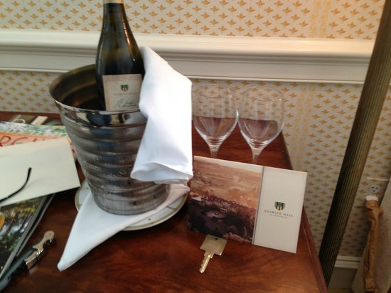 Keswick Hall: Wine and a birthday card waiting for us