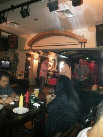 Pisa Cafe : simply fresh band on wednesday night