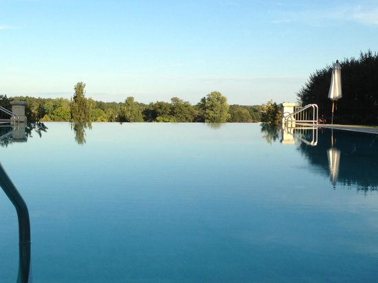 Keswick Hall: The pool with a view