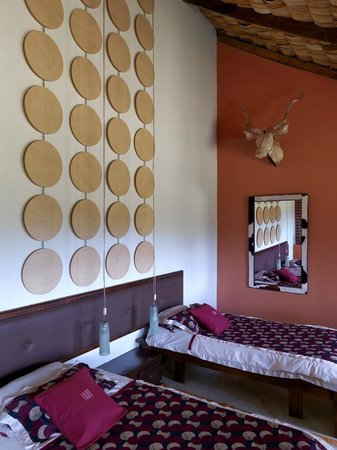 Hatari Lodge: Room 7 with ethical trophy lampshades