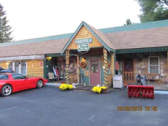 Mountain Brook Lodge: the lodge