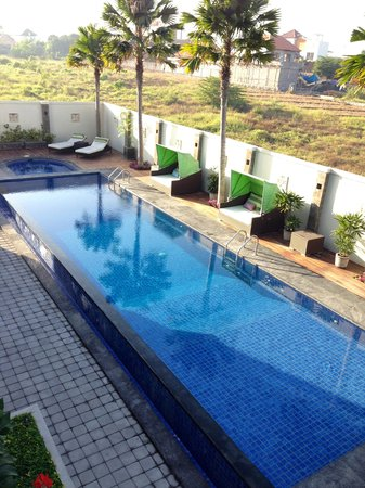 R & R Bali Bed and Breakfast Suites : pool