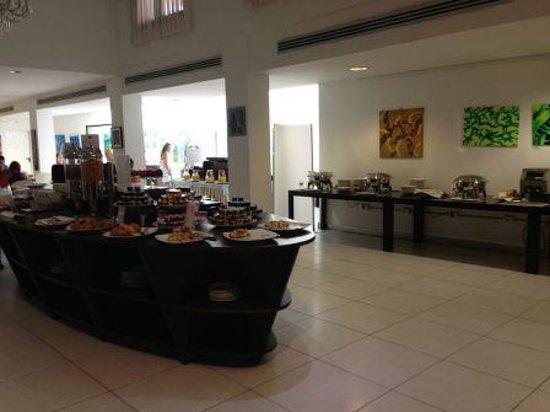 Mercure Olbia: Zona desayuno buffet