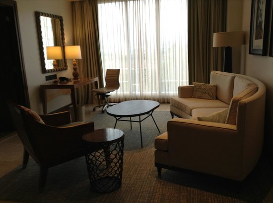 Real InterContinental Costa Rica at Multiplaza Mall: Living room area