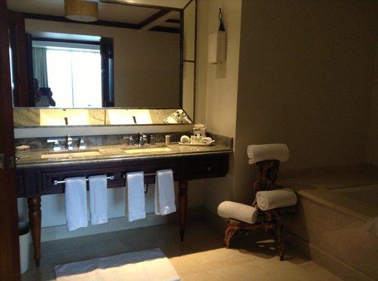 Real InterContinental Costa Rica at Multiplaza Mall: Huge bathroom