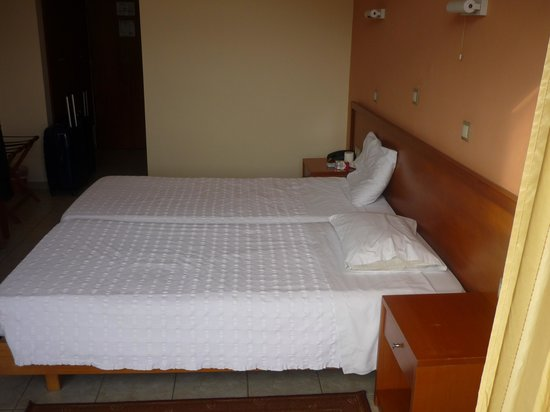 Neda Hotel : chambre