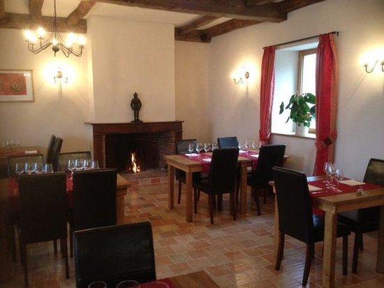 Auberge du Château de Pâquier : Fireplace