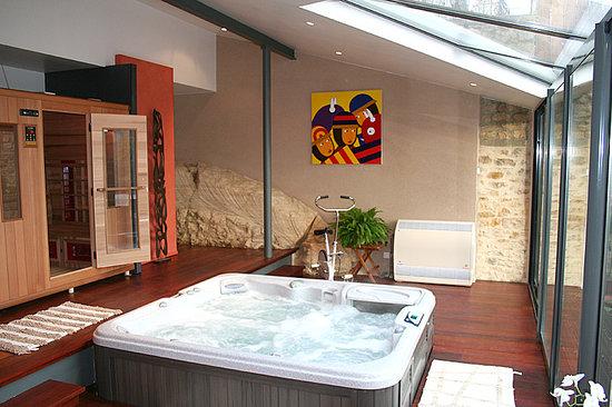 Veranda avec sauna et jacuzzi - Bild von La Maison du Moulin a Vent ...