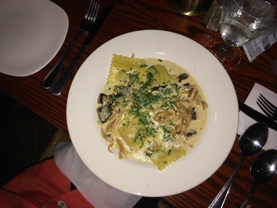 Griswold Inn ~ Dining: Excellent squash raviolli