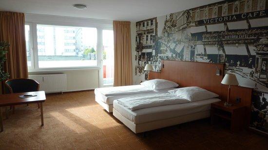 Mercure Hotel Berlin am Alexanderplatz: Chambre spacieuse