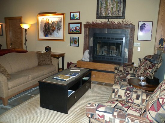 Inn at Rainbow Hills: living room and fireplace