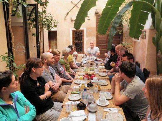Riad Sidi Mimoune : Courtyard breakfast