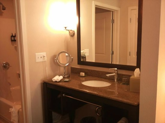 HYATT house Raleigh Durham Airport: Bathroom Area