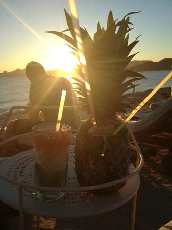 Experimental Beach at Cap D'es Falco : The best drink on the menu! The pineapple express for 2.