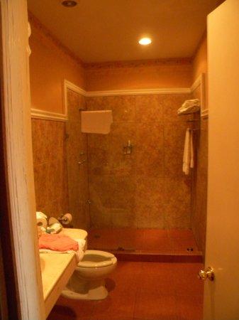 Hotel Casa Lucia: Bathroom