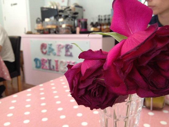 Cafe Delight: Creative decorations