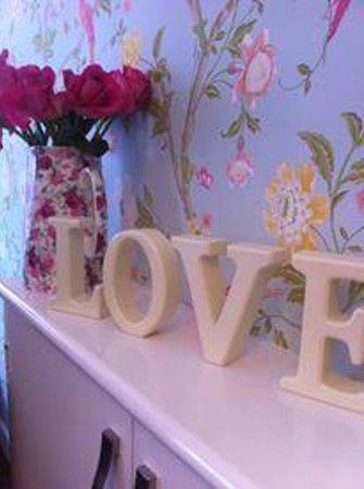 Cafe Delight: Lovely fresh flowers