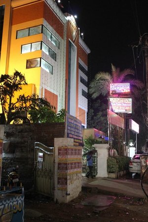 Hotel Manickam Grand: Seen from the GST road