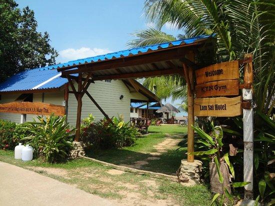 Lam Sai Village Hotel: entrée exterieur