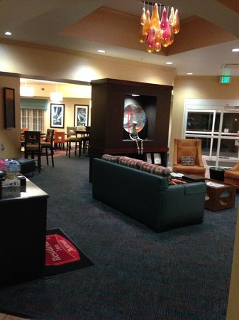 Residence Inn Tampa Westshore/Airport: Reception decrorated for Helloween