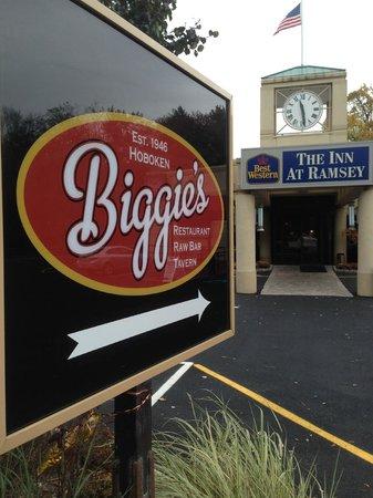 Best Western The Inn At Ramsey: Biggie's Clam Bar entrance