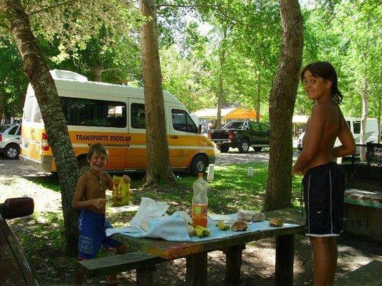 Aquopolis: Almorzando en el Camping. También hay restaurant si uno lo prefiere.