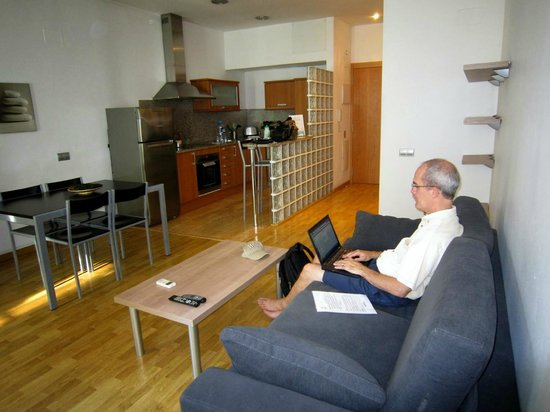 MH Apartments S. Familia : View of the living space and kitchen (& wifi!)